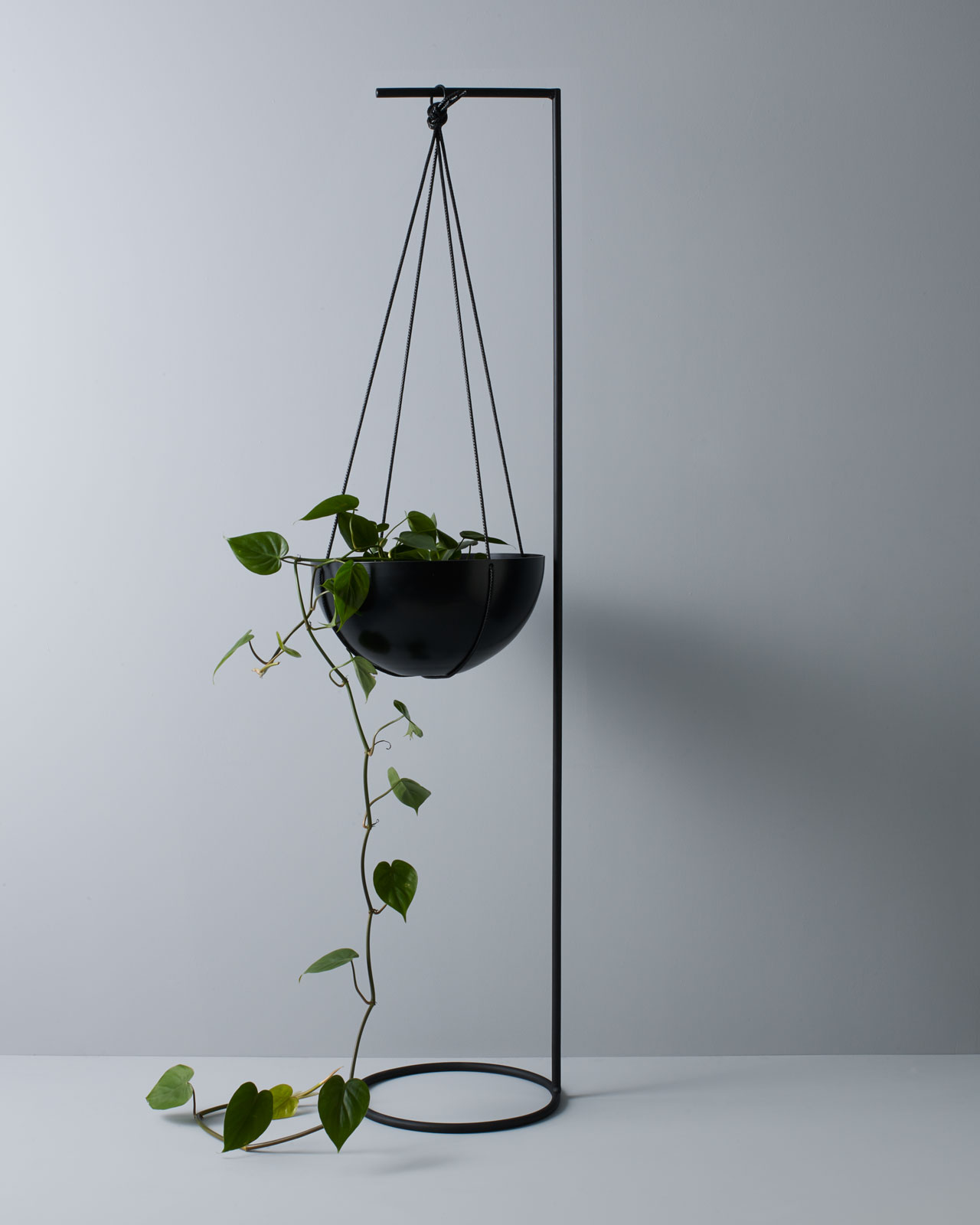 Image of: The Unearthed Garden Hanging Planter Stands